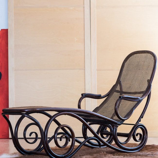 Vintage Thonet chaise lounge