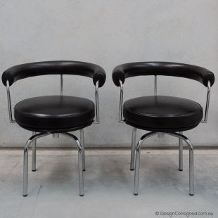 leather LC7 swivel chair Le Corbusier