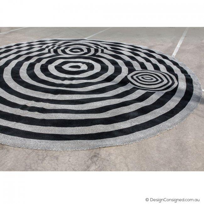 round black and white carpet
