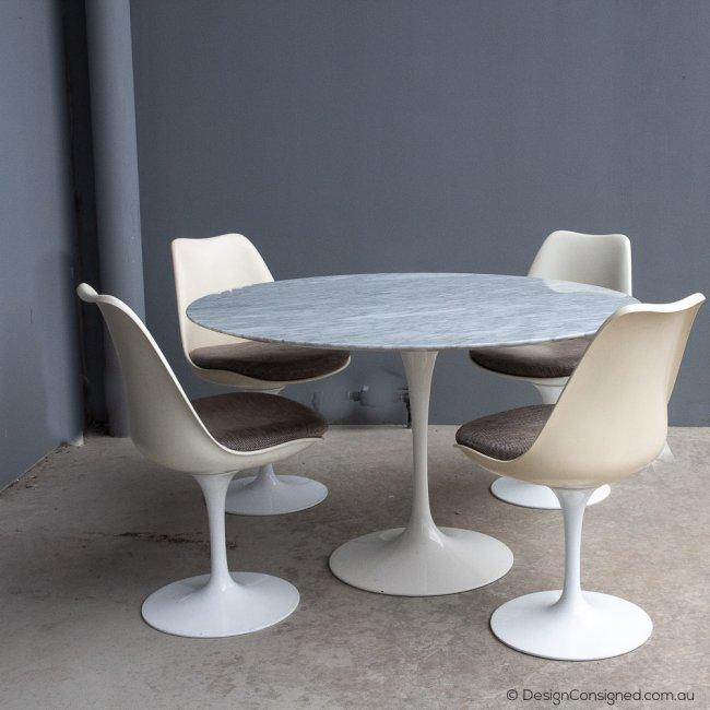 Tulip table by Eero Saarinen for Knoll